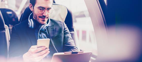 gekko-retail-marketing-male-train-tablet-phone